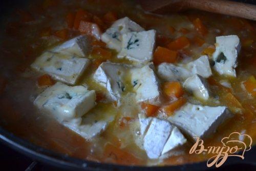 Мясные шарики в сырно-тыквенном соусе
