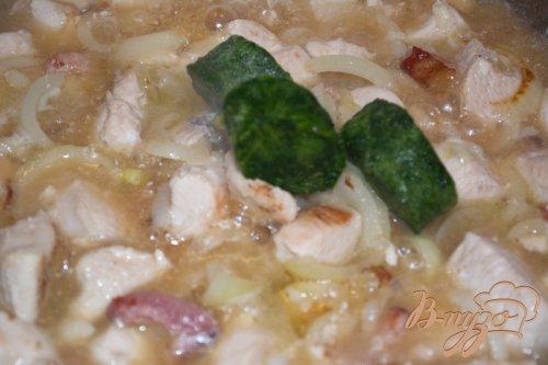 Курица тушеная в сливках со шпинатом