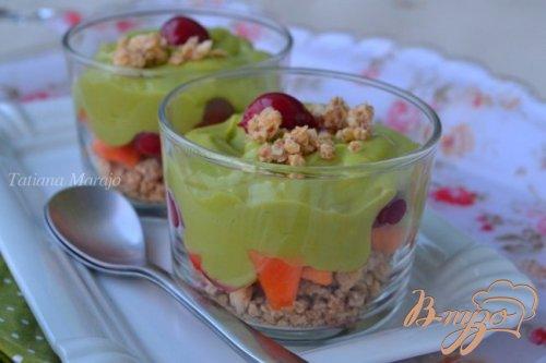 Десерт с кремом из авокадо и лимонным курдом
