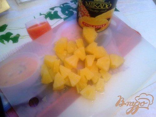 Куриное фрикасе с брокколи и ананасом в сливовой подливке