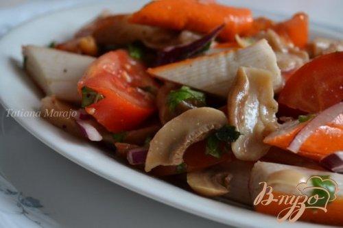 Помидорный салат с крабовыми палочками