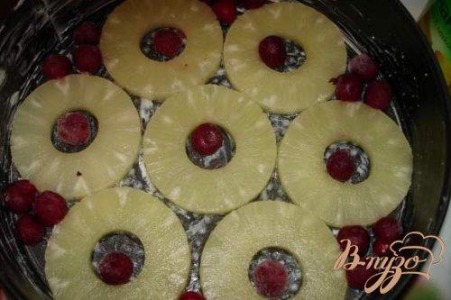 Английский пирог с ананасом и вишней