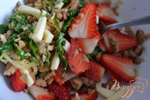 Салат из клубники с каштанами