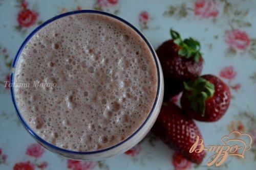Клубнично-шоколадный молочный напиток
