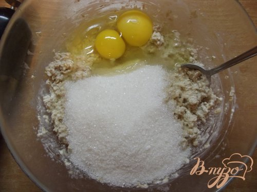 Овсяный пирог с белой черешней
