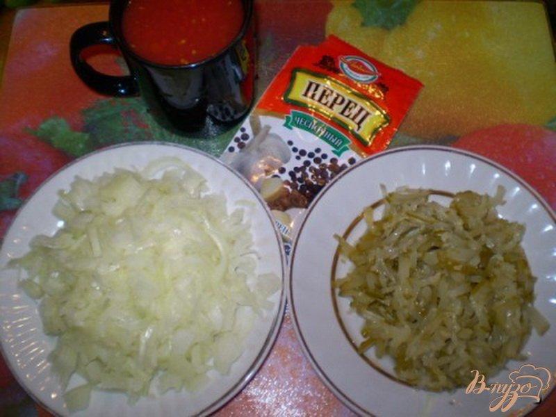 Фото приготовление рецепта: Макароны с кисло-сладким соусом из кислых огурцов и томатов шаг №1