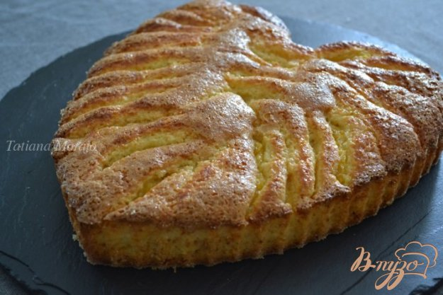 фото рецепта: Кокосово-сметанный бисквит с ананасом