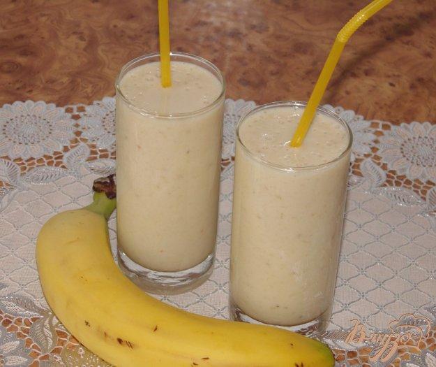 фото рецепта: Бананово-апельсиновый смузи