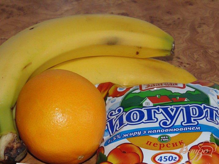 Фото приготовление рецепта: Бананово-апельсиновый смузи шаг №1