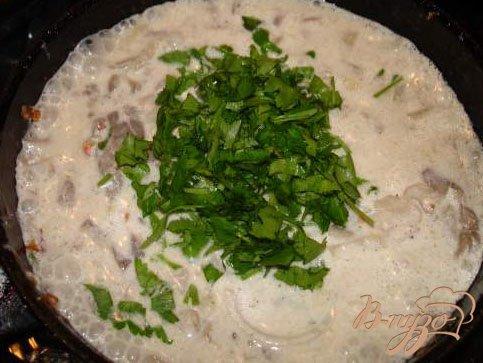 Грибы  (Вешенка) в сметанном соусе с 3 видами лука