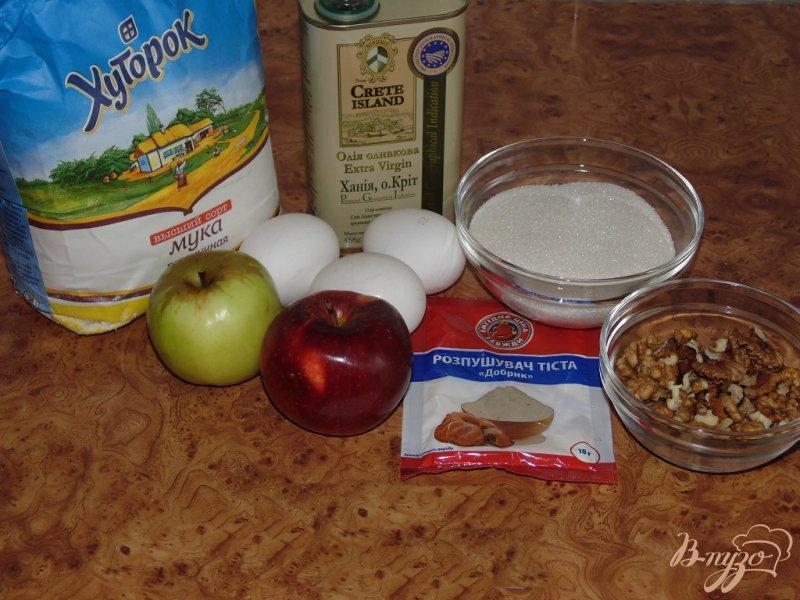 Фото приготовление рецепта: Пирог яблочный с грецкими орехами шаг №1