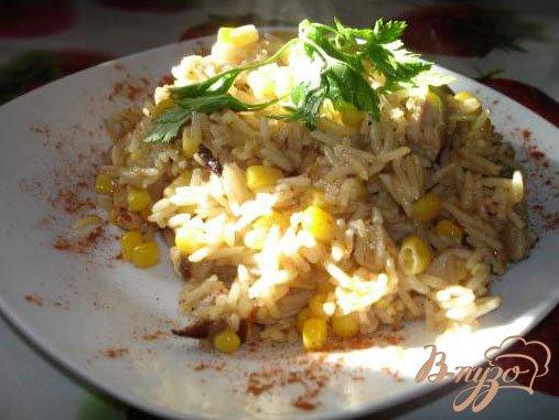 Фото приготовление рецепта: Паєлья с курицей и грибами шаг №4