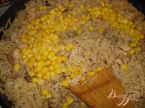 Фото приготовление рецепта: Паєлья с курицей и грибами шаг №3