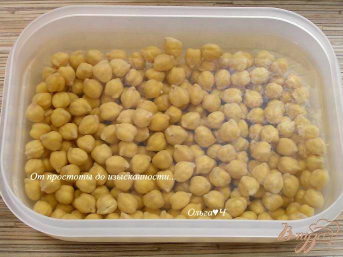 Фото приготовление рецепта: Нут с оливковым маслом и базиликом шаг №1