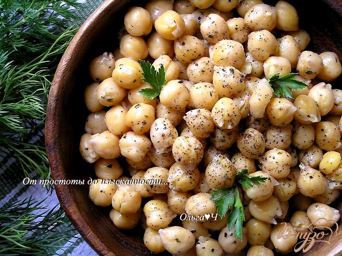Фото приготовление рецепта: Нут с оливковым маслом и базиликом шаг №4