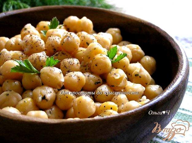 фото рецепта: Нут с оливковым маслом и базиликом