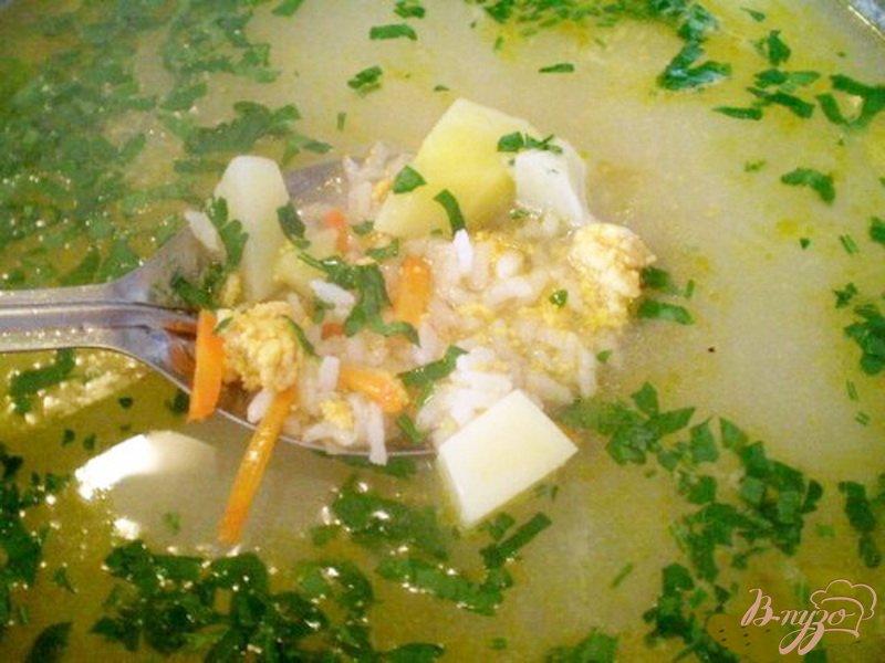 Фото приготовление рецепта: Рисовый суп с икрой карася шаг №4