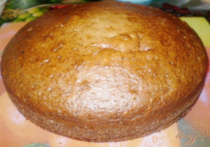 Фото приготовление рецепта: Пирог со сметанно-ванильной пропиткой шаг №4