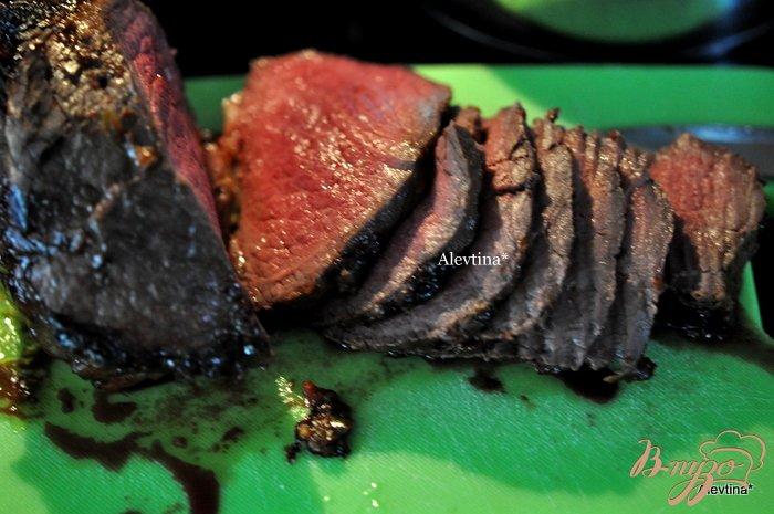Фото приготовление рецепта: Говядина с соевой глазурью шаг №4