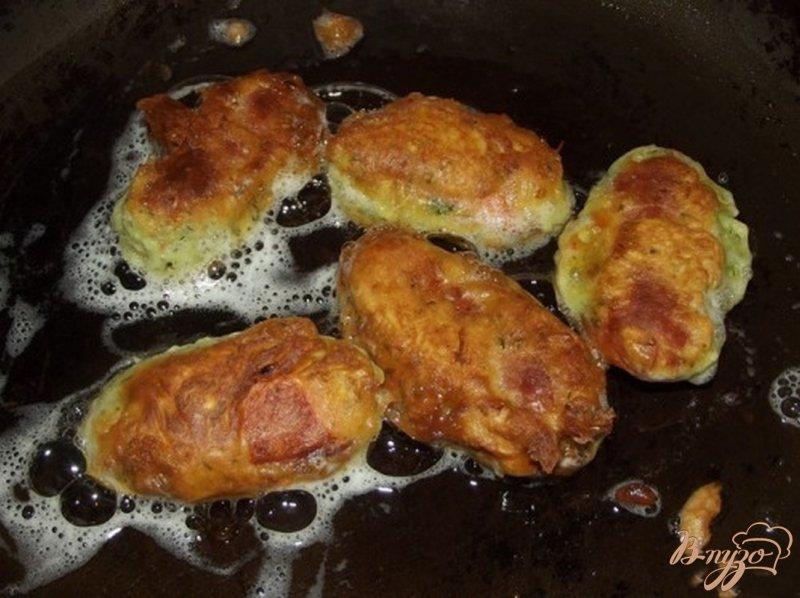 Фото приготовление рецепта: Сосиски в чесночном кляре шаг №10