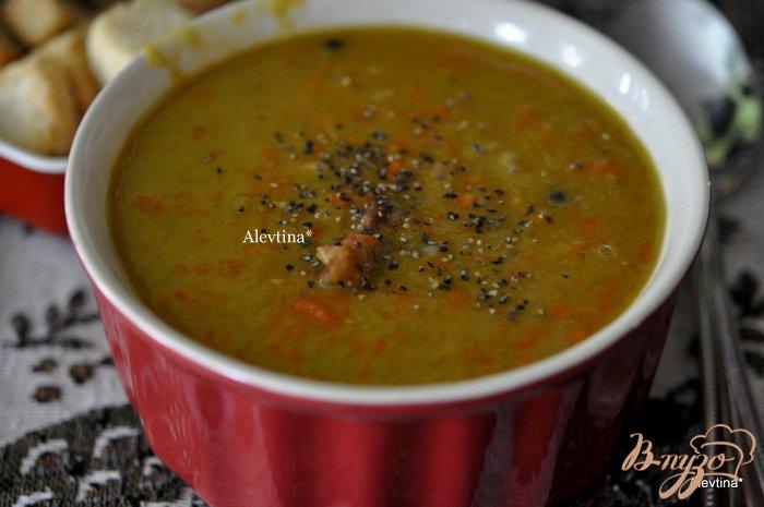 Фото приготовление рецепта: Воскресный гороховый суп с ветчиной шаг №4
