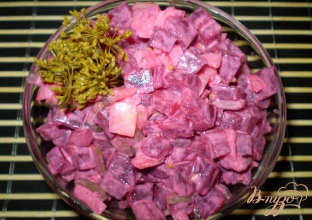 фото рецепта: Салат свекольный с хреном, огурцом и горчицей