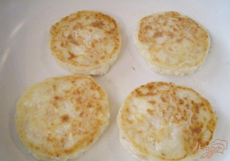 Фото приготовление рецепта: Сырники ванильные с пластивцами шаг №7