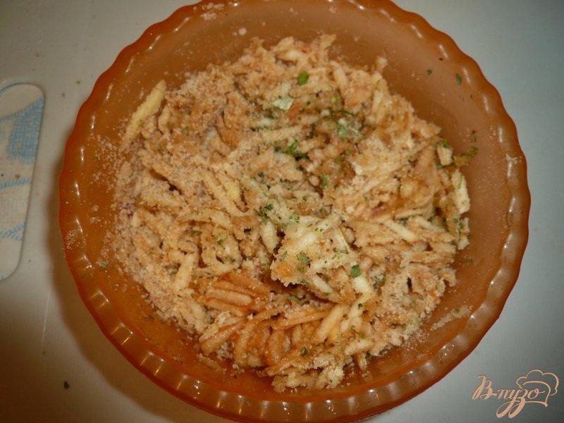 Фото приготовление рецепта: Свинина запеченная с яблоками и сыром шаг №8
