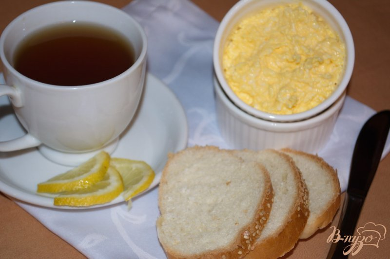 Фото приготовление рецепта: Яичное масло для завтрака шаг №4