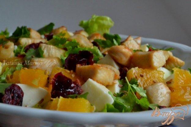 Рецепт Салат с курицей, сыром и сушеной клюквой