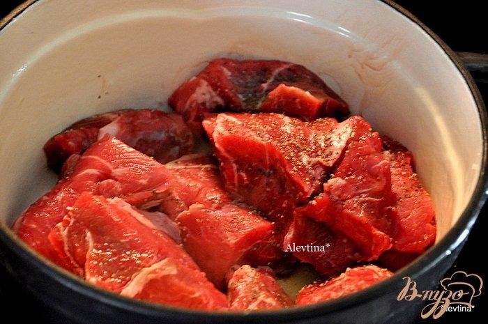 Фото приготовление рецепта: Говядина в красном вине шаг №2