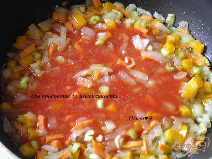 Фото приготовление рецепта: Томатно-гороховый суп шаг №3