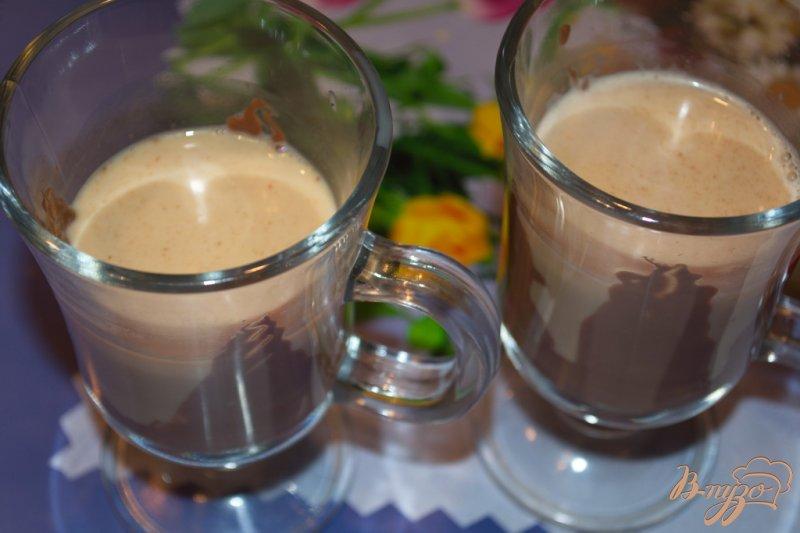 Фото приготовление рецепта: Кофе с ириш кремом и шоколадом шаг №5