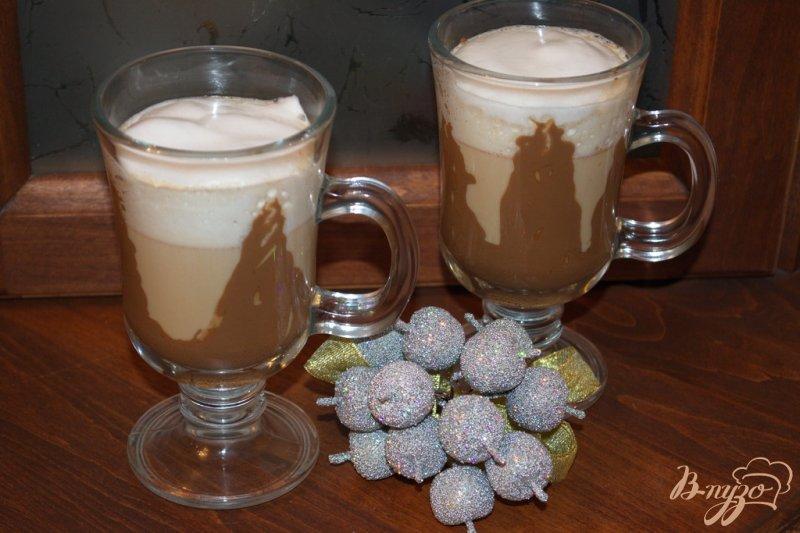 Фото приготовление рецепта: Кофе с ириш кремом и шоколадом шаг №6