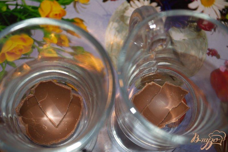 Фото приготовление рецепта: Кофе с ириш кремом и шоколадом шаг №1
