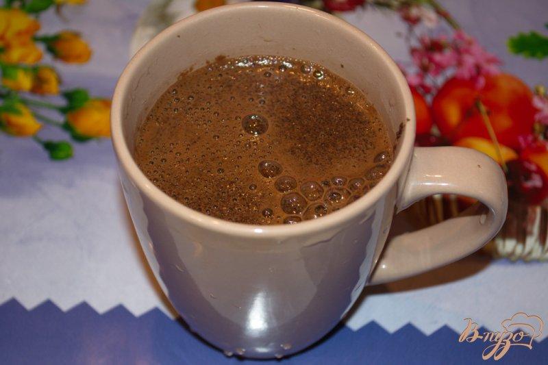 Фото приготовление рецепта: Кофе с ириш кремом и шоколадом шаг №3