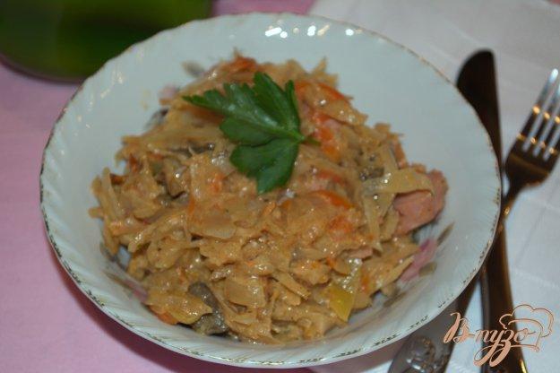 Рецепт Тушеная капуста с овощами грибами и сосисками
