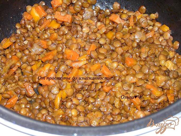 Фото приготовление рецепта: Чечевица с овощами в томатном соусе (в мультиварке) шаг №4