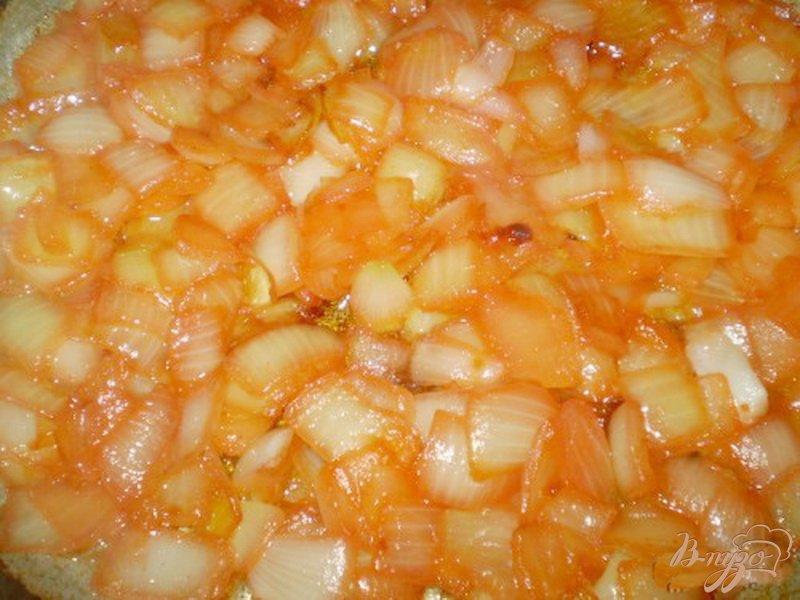 Фото приготовление рецепта: Хлеб с пшеничными отрубями и жареным луком шаг №2