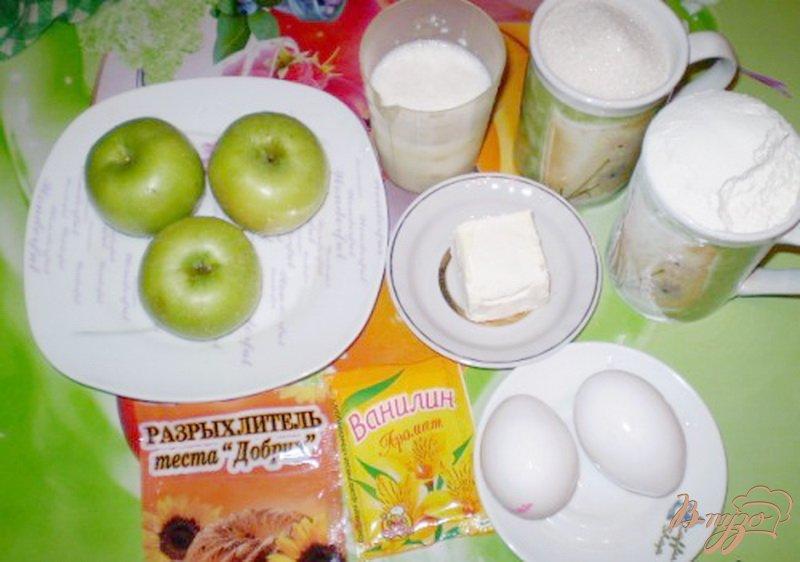 Фото приготовление рецепта: Яблочный пирог на сливках шаг №1