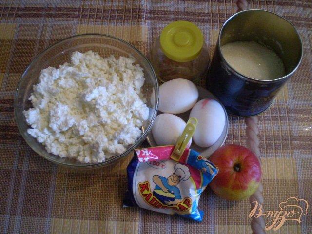 Фото приготовление рецепта: Яблочно-творожная запеканка шаг №1
