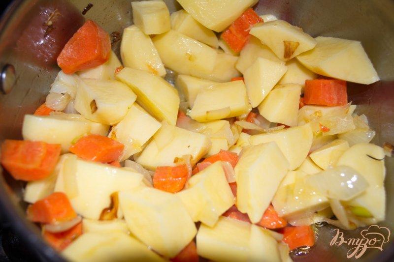 Фото приготовление рецепта: Суп-пюре с брокколи, брюссельской капустой и фрикадельками шаг №4
