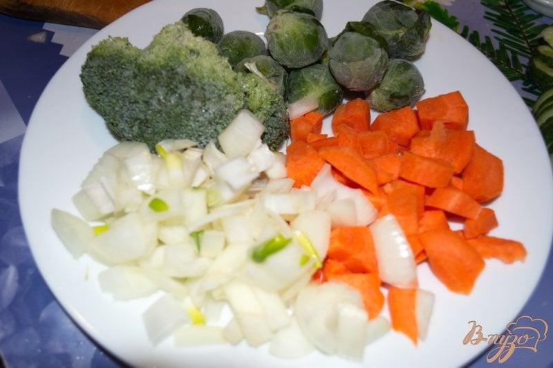 Фото приготовление рецепта: Суп-пюре с брокколи, брюссельской капустой и фрикадельками шаг №1