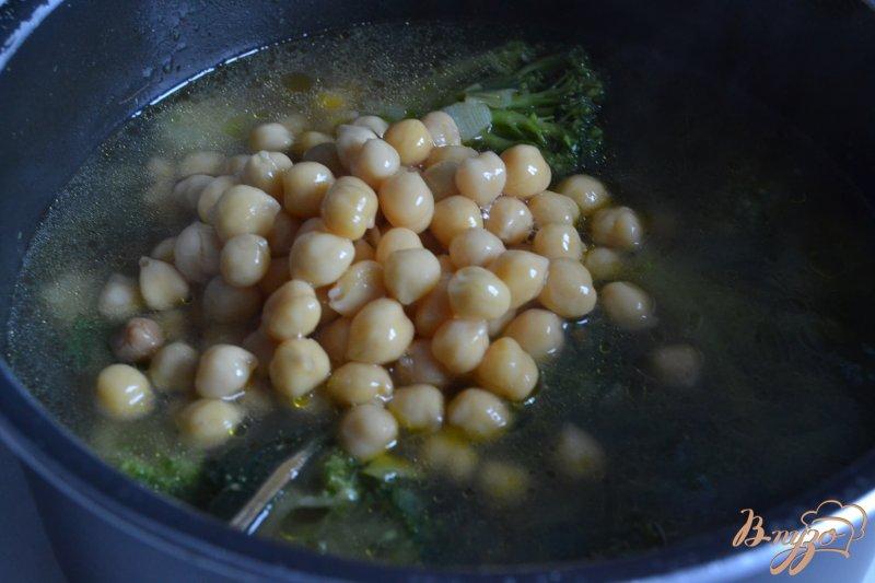 Фото приготовление рецепта: Крем-суп из брокколи с нутом шаг №2