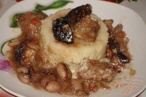 Рецепт Мясо по-грузински с фасолью, черносливом и орехом.