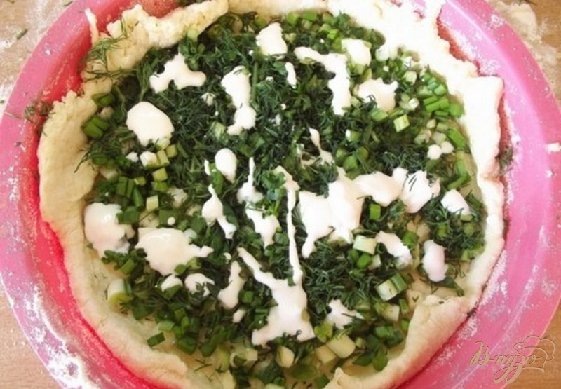 Фото приготовление рецепта: Пирог к обеду с зеленью шаг №8