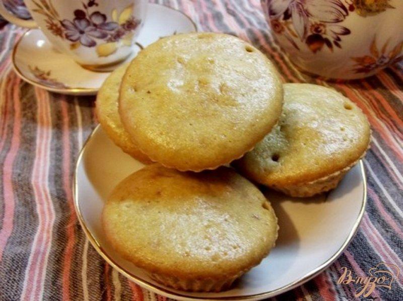 Фото приготовление рецепта: Кексы на растительном масле с изюмом шаг №5