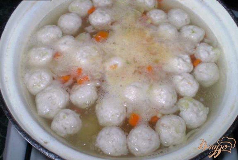 Фото приготовление рецепта: Диетический суп с фрикадельками шаг №3