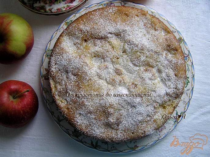 Фото приготовление рецепта: Шарлотка с яблоками и мандарином шаг №6