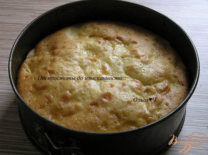 Фото приготовление рецепта: Шарлотка с яблоками и мандарином шаг №5